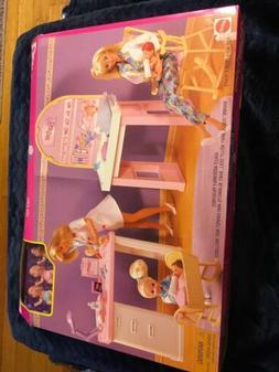 Barbie Love 'n Care Baby Center 67548